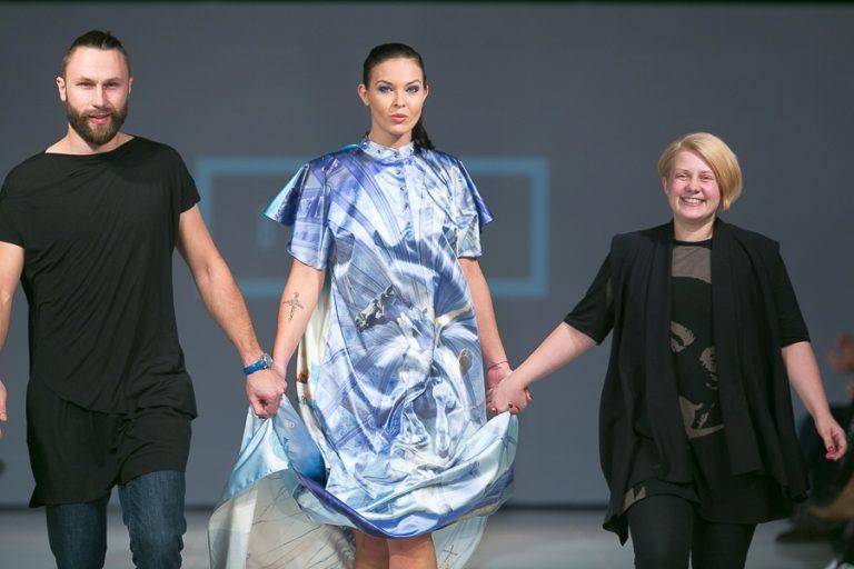 Выход на подиум, рижская неделя моды. Модный показ BLVC by Bulichev, с дизайнером и его музой.